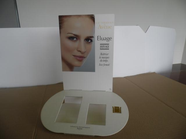 Réf : CS 4006 PRESENTOIR DE COMPTOIR Impression recto sur carton compact Finition pelliculage Format du façing : 21 x 29,7